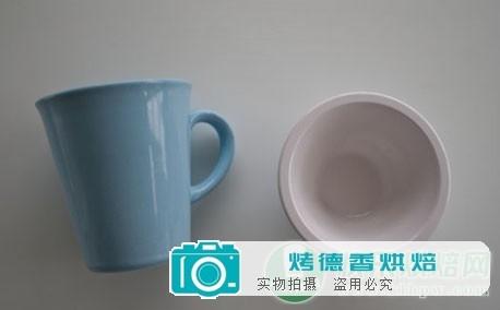 杯子和匹配的小碗