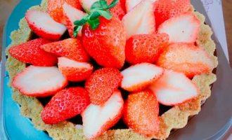圣诞节烘焙食谱-送这个给女孩子包你……草莓巧克力塔(免烤)