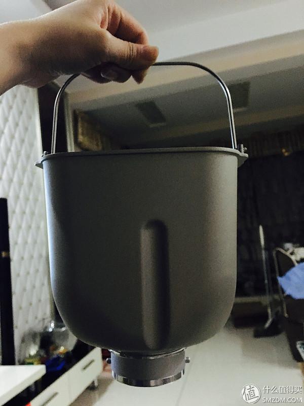 面包桶很厚实,蛮重的