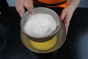 8寸戚风蛋糕(嵌入式烤箱)的做法 步骤6