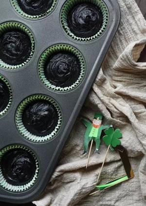 Guinness 巧克力纸杯蛋糕的做法 步骤5