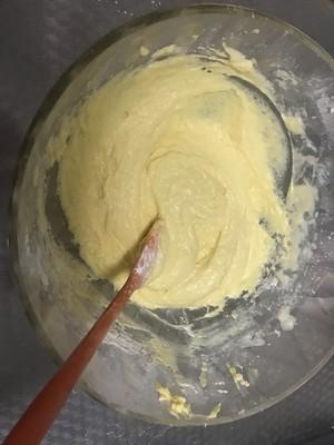 葡萄干黄油戚风纸杯的做法 步骤2