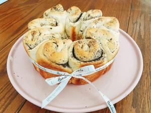 黑芝麻碧根果花朵面包的做法 步骤1