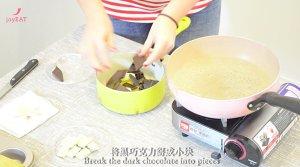 最简单的法式甜品做法——巧克力熔岩蛋糕的做法 步骤1