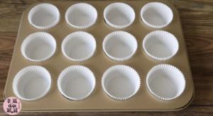 全蛋法打发原味海绵杯子蛋糕的做法 步骤1