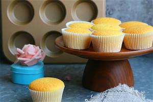 全蛋法打发原味海绵杯子蛋糕的做法 步骤17