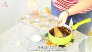 最简单的法式甜品做法——巧克力熔岩蛋糕的做法 步骤8