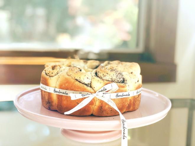黑芝麻碧根果花朵面包的做法