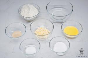 不用出膜一样好吃:免揉面包的做法 步骤1