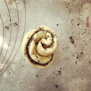 黑芝麻碧根果花朵面包的做法 步骤8
