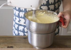 全蛋法打发原味海绵杯子蛋糕的做法 步骤7