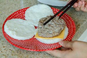 牛肉米汉堡的做法 步骤12