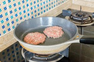 牛肉米汉堡的做法 步骤11
