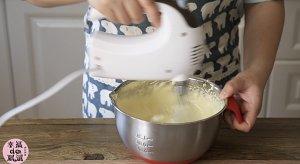 全蛋法打发原味海绵杯子蛋糕的做法 步骤9