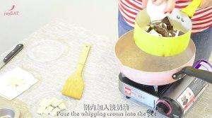 最简单的法式甜品做法——巧克力熔岩蛋糕的做法 步骤2