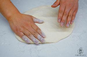 不用出膜一样好吃:免揉面包的做法 步骤7