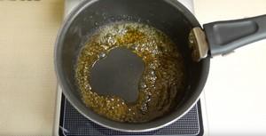 只需烤一次的简易布丁海绵分层蛋糕的做法 步骤3