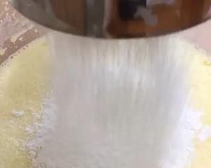 彩虹蛋糕卷胚的做法 步骤8