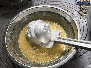 8寸椰子粉戚风蛋糕的做法 步骤7