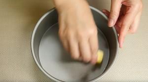 只需烤一次的简易布丁海绵分层蛋糕的做法 步骤1