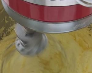 杏仁纸杯蛋糕的做法 步骤3