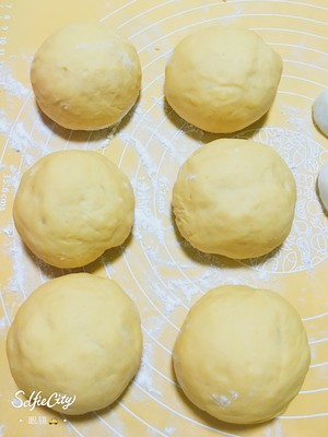 南瓜?咸蛋黄肉松麻薯软欧包?的做法 步骤3