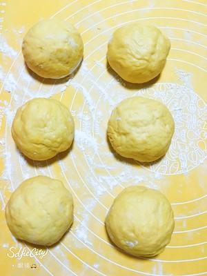 南瓜🎃咸蛋黄肉松麻薯软欧包🍞的做法 步骤2