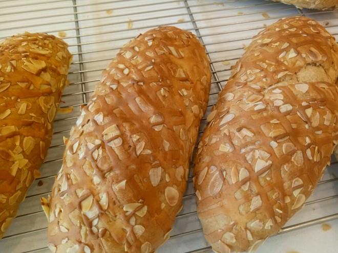 杏仁黑麦面提子面包的做法