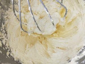 杏仁纸杯蛋糕的做法 步骤4
