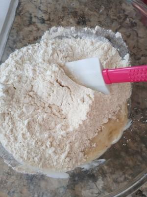 懒人的美味~香蕉蓝莓爆浆蛋糕的做法 步骤2
