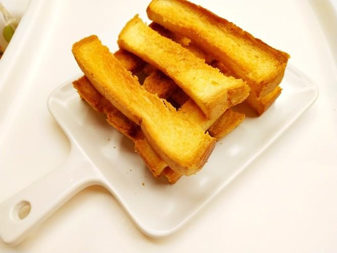 咔擦咔擦脆的黄油吐司条的做法