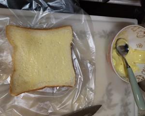 咔擦咔擦脆的黄油吐司条的做法 步骤2