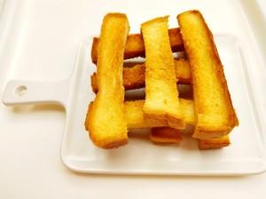 咔擦咔擦脆的黄油吐司条的做法 步骤4