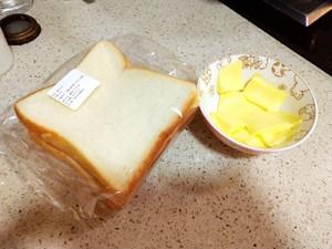 咔擦咔擦脆的黄油吐司条的做法 步骤1