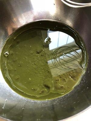 抹茶红豆戚风蛋糕的做法 步骤2