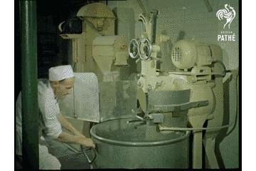 """面包冷冻能保存多久,1957年,""""冰冻""""的面包?!早期面包加工厂原来长这样!"""