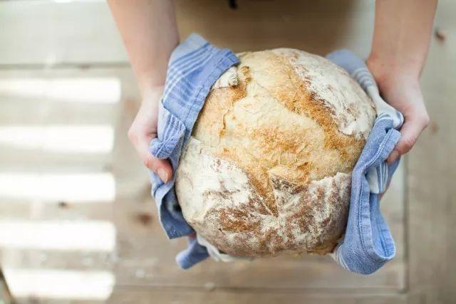 面包如何制作?正确示范如何割好一个面包