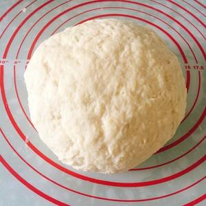 松软的肉松(香肠)(牛角)面包的做法 步骤1