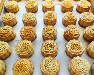 广式月饼-蛋黄莲蓉月饼的做法 步骤13