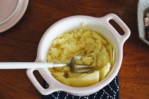 培根芝士焗薯蓉的做法 步骤3