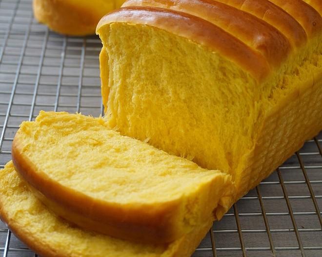 秒杀吐司的面包整形方法的做法
