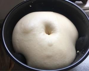 浓郁奶香土司(和面机版)的做法 步骤4