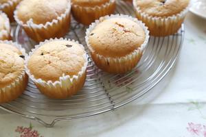 葡萄干巧克力豆玛芬蛋糕(6连玛芬蛋糕模)的做法 步骤7