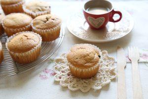 葡萄干巧克力豆玛芬蛋糕(6连玛芬蛋糕模)的做法 步骤8