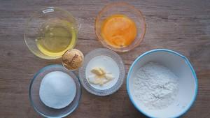 分蛋海绵蛋糕(北鼎食谱)的做法 步骤1