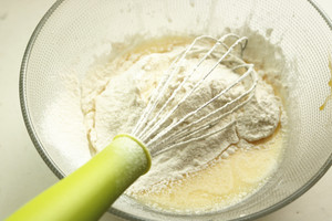 香草棉花糖杯子蛋糕的做法 步骤3