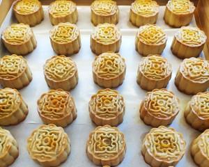 广式月饼-蛋黄莲蓉月饼的做法 步骤14