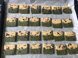 低糖双拼蔓越莓饼干的做法 步骤5