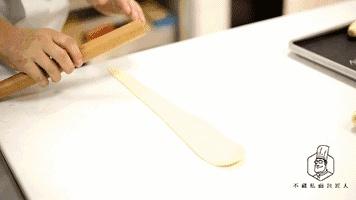 小白还在苦恼做什么面包好入门?这个黄油卷最好不过