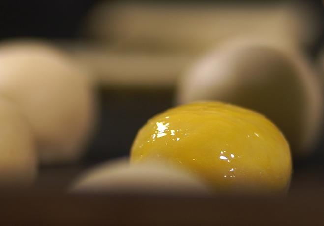 自制网红蛋黄酥的做法 步骤9